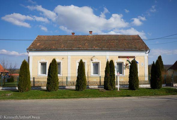 Almamellék községháza